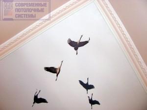 Потолок с журавлями