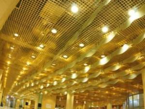 решетчатый потолок в торговом зале