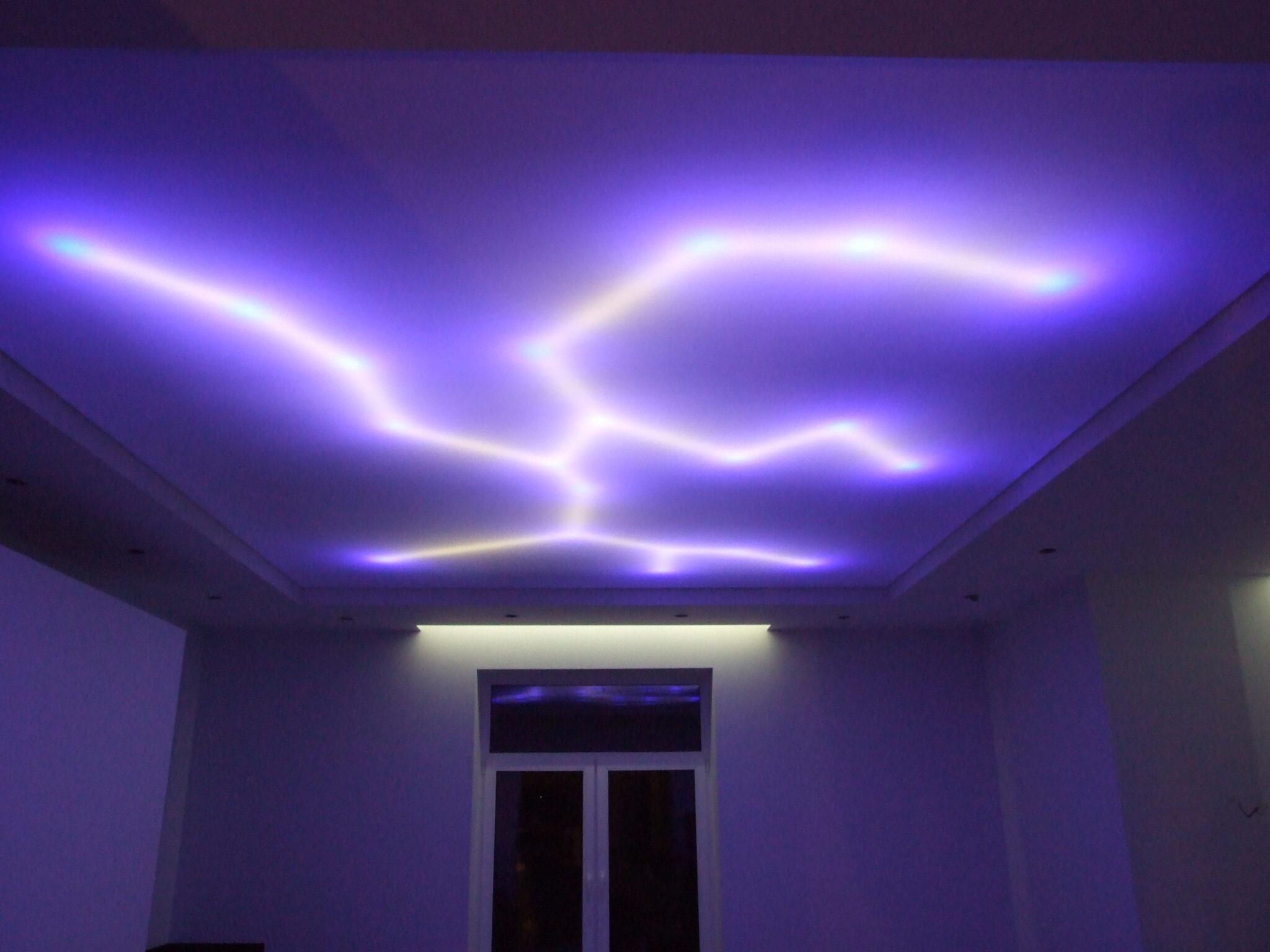 Световые натяжные потолки